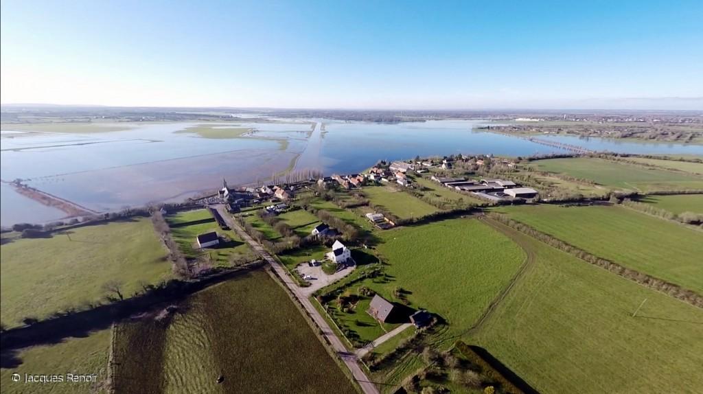 Vue du drone de Jacques Lenoir de la ferme du moulin vente directe de viandes bio AB HD